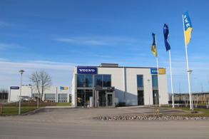 Swecons nya kontor, med verkstadsbyggnad i bakgrunden