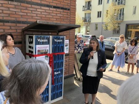 Läshörnan i Norra Djurgårdsstaden. Maria Antonsson (MP) från Östermalms stadsdelsförvaltninig talar