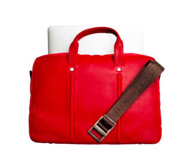 FEDON 1919. Fin väska för resan, kan hängas på större resväskas handtag. Butikspris 3000 kr nu 1200 kr