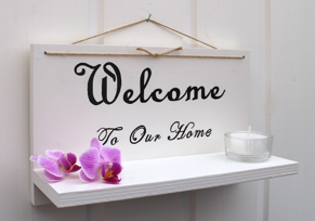 Handtextad ljushylla - welcome to our home -