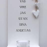Handtextad ljushylla och två små söta hjärtan