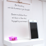 Mobillhylla med text på norska