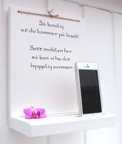 Mobillhylla med text på norska -