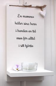 Ljushylla - En mamma håller sina barn i handen... -