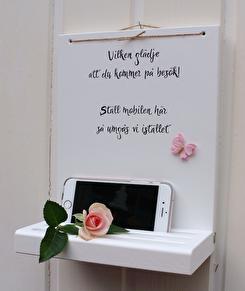 Mobilhylla i handtextad skrivstil -