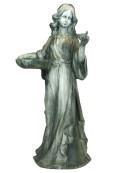 Kvinna med fågelbad. Ärgad grön