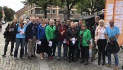 Allianskampanj på stan lördagen den 9 september 2017 - ett år före valet. Visst ser vi taggade ut!