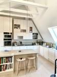Kök, platsanpassat i vindsvåning