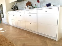 Kök, innanförliggande luckor i köksdel med släta luckor