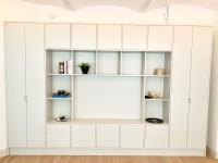 Förvaring, garderober och bokhylla med plats för tv
