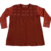 Orange tunika. Stickad i lammull, färgad med shibori-teknik. 2013.