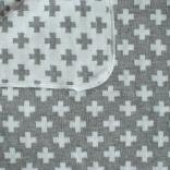 Bomullsfilt eller liten pläd med ljusgrått korsmönster. 90X130 cm.