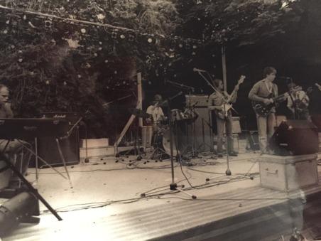 """En bild från spelningen vid gamla brandstationen. Från vänster """"Bubben"""" Ahlberg, """"Bulten"""" Brandt, Magnus Lindsten, Bula själv och Togga Arwedson. Fotograf är gitarristen Stefan Valfridsson, som lämnat"""