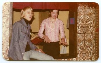 Robban och Christer i garderoben. Foto: Bo Andersson.