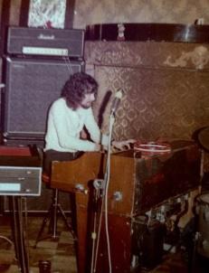 Dave Greenslade (fd Colosseum) spelar tillsammans med Nature på Sandemans i februari 1972. Foto: Göran Hallqvist.