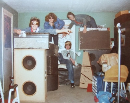 Typiskt 70-tal, typiskt garageband: Crooks i sin replokal (Bankeryd).