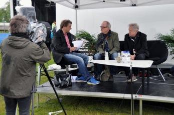 Jönköpings-Postens tält. Torbjörn Berlstedt intervjuar Mats Danielsson och Staffan Schön i Crut. Foto: Lena Clarin.