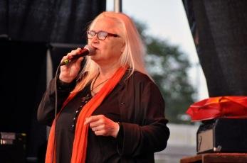 Monica Törnell trollband publiken. Foto: Lena Clarin.