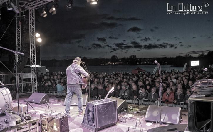 Pugh och publiken vid Rocksjön. Foto: Lan Babbaro.