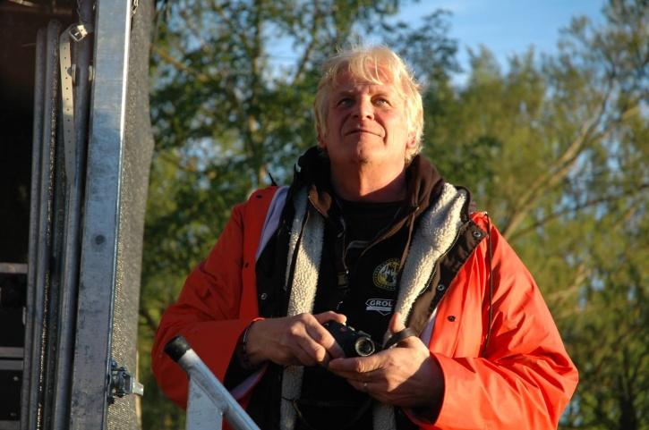 Lucas Söderberg tackar högre makter för att det inte blev värre väder. Och vi tackar Lucas för den fina festivalen! Foto: Totte Ljunggren.