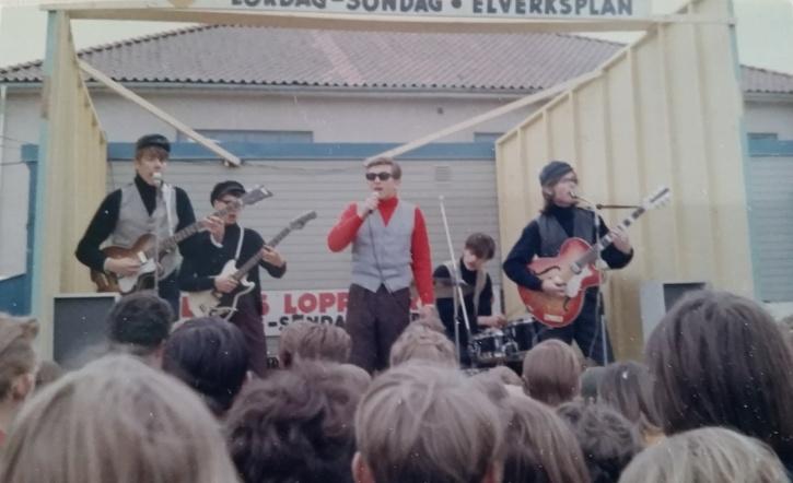 Dions Show uppträder på Elverksplan i Huskvarna i maj 1965. (Tack till Johan Bomberg för fotot!)