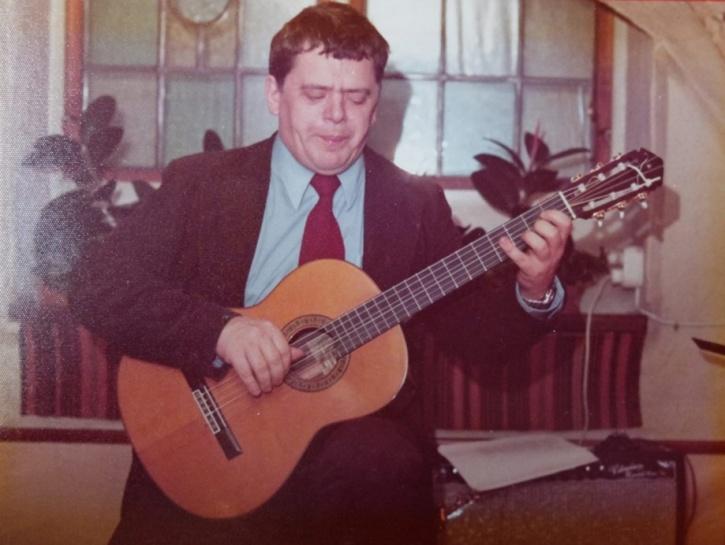Fred Åkerström hos Bacchi Lyra i januari 1975. Foto: Göran Hallqvist.