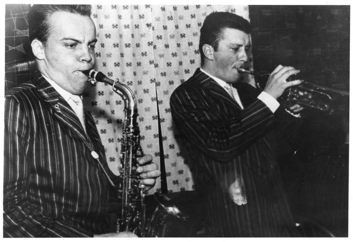 Blåsarna i orkestern - saxofonisten Wåge Finér och trumpetaren Göran Fransson.