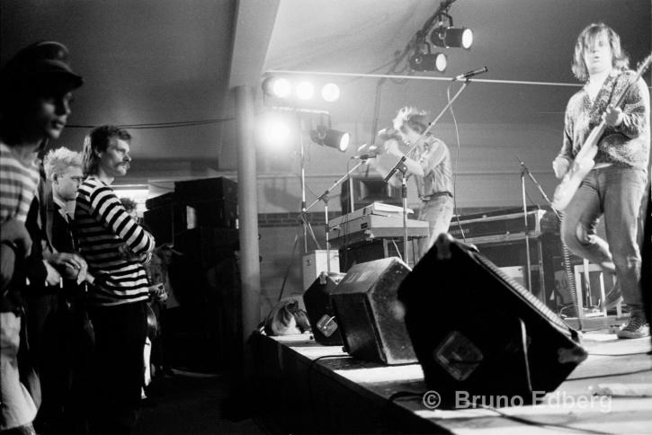 Nomads spelar på första Kulturhusfestivalen 1984. Längst fram Mikael Löwe och  Esse Yhlén. Foto: Bruno Edberg.