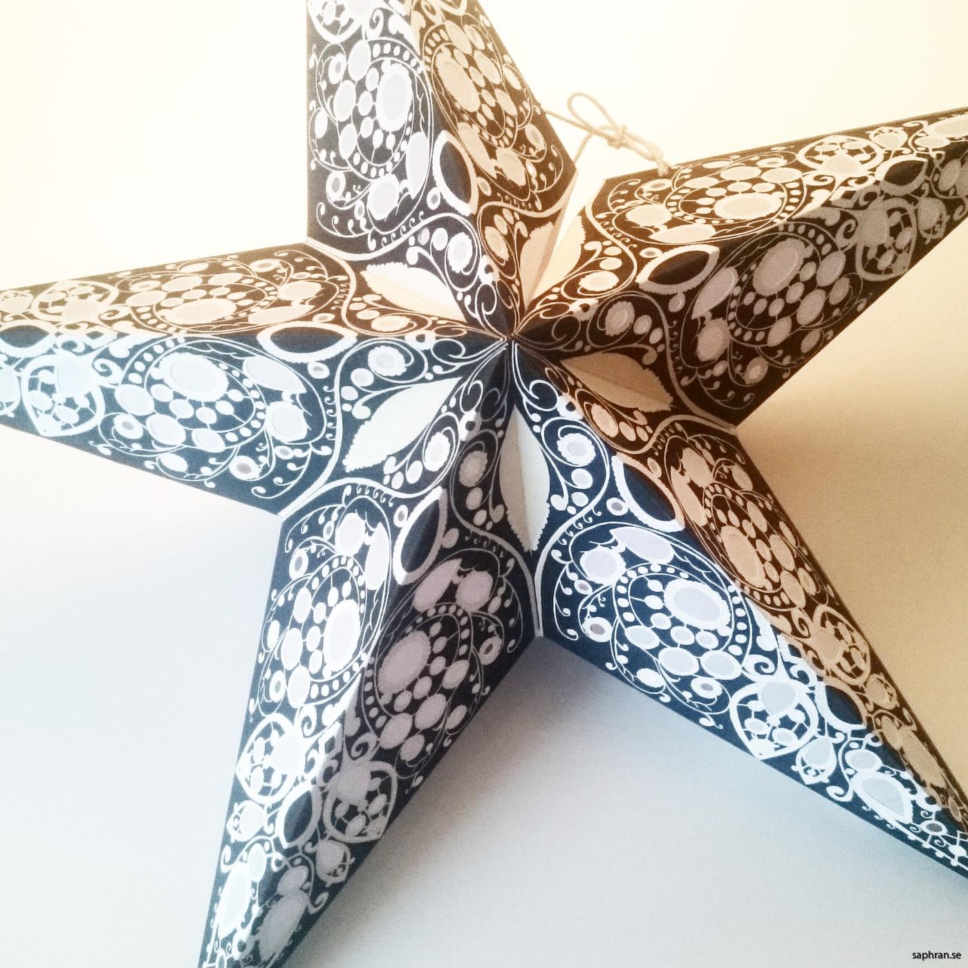 Orientalisk mönstrad julstjärna/adventsstjärna i papper. Tillverkad i Indien
