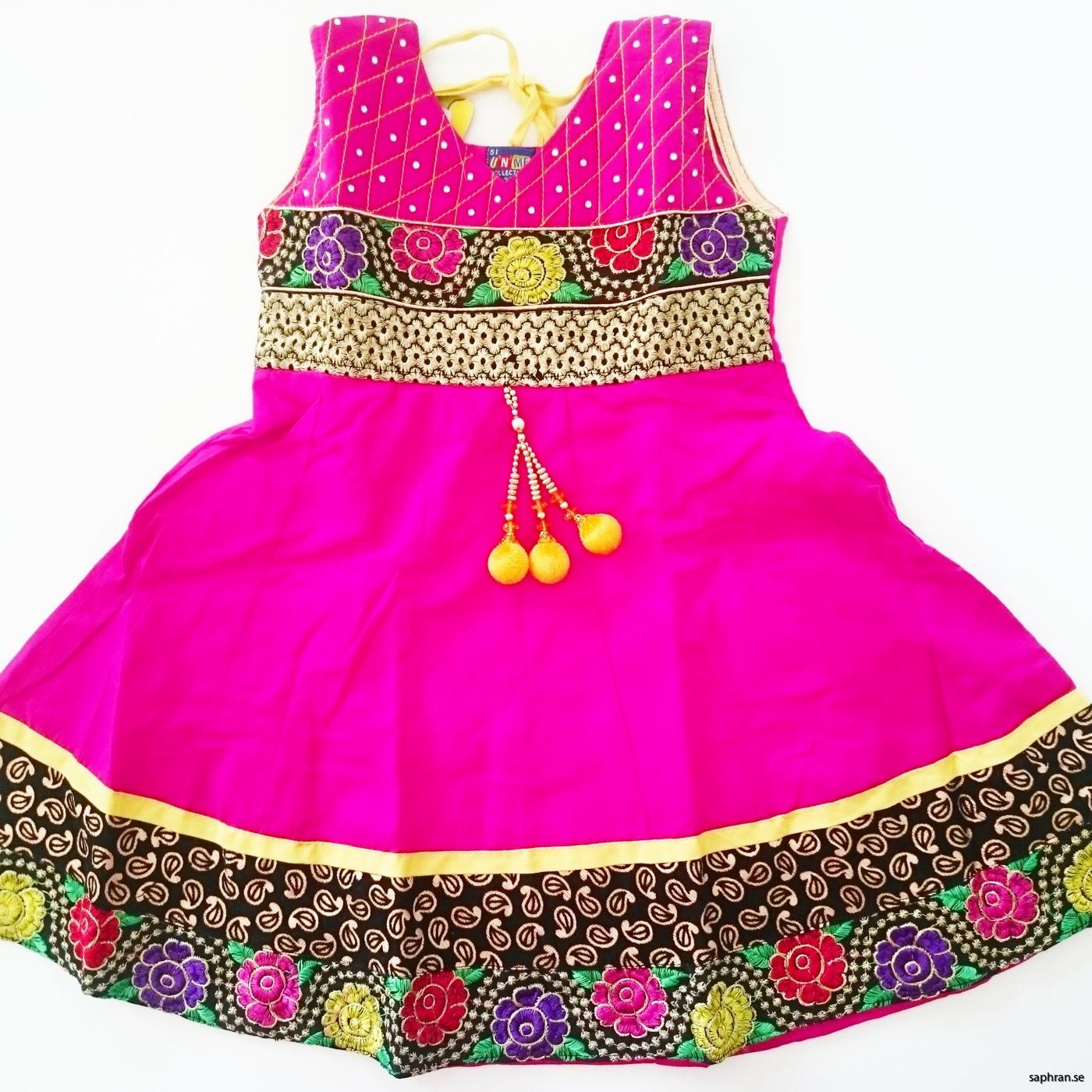 Indisk barnklänning 109 Anna Cerise