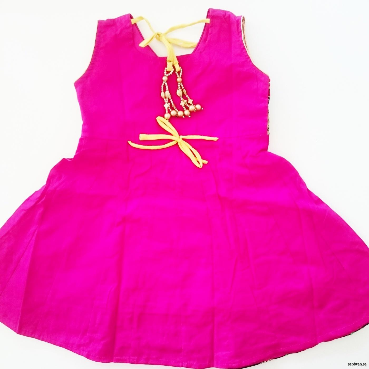 Indisk barnklänning  Anna Cerise bak