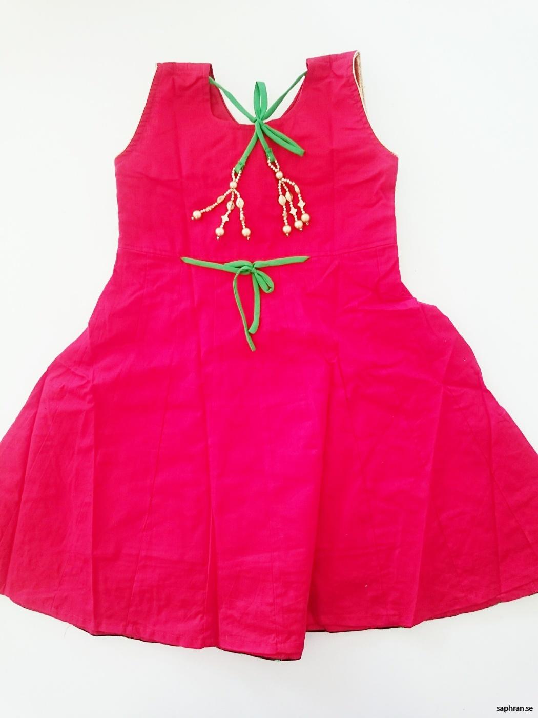 Indisk barnklänning jul Anna Röd bak
