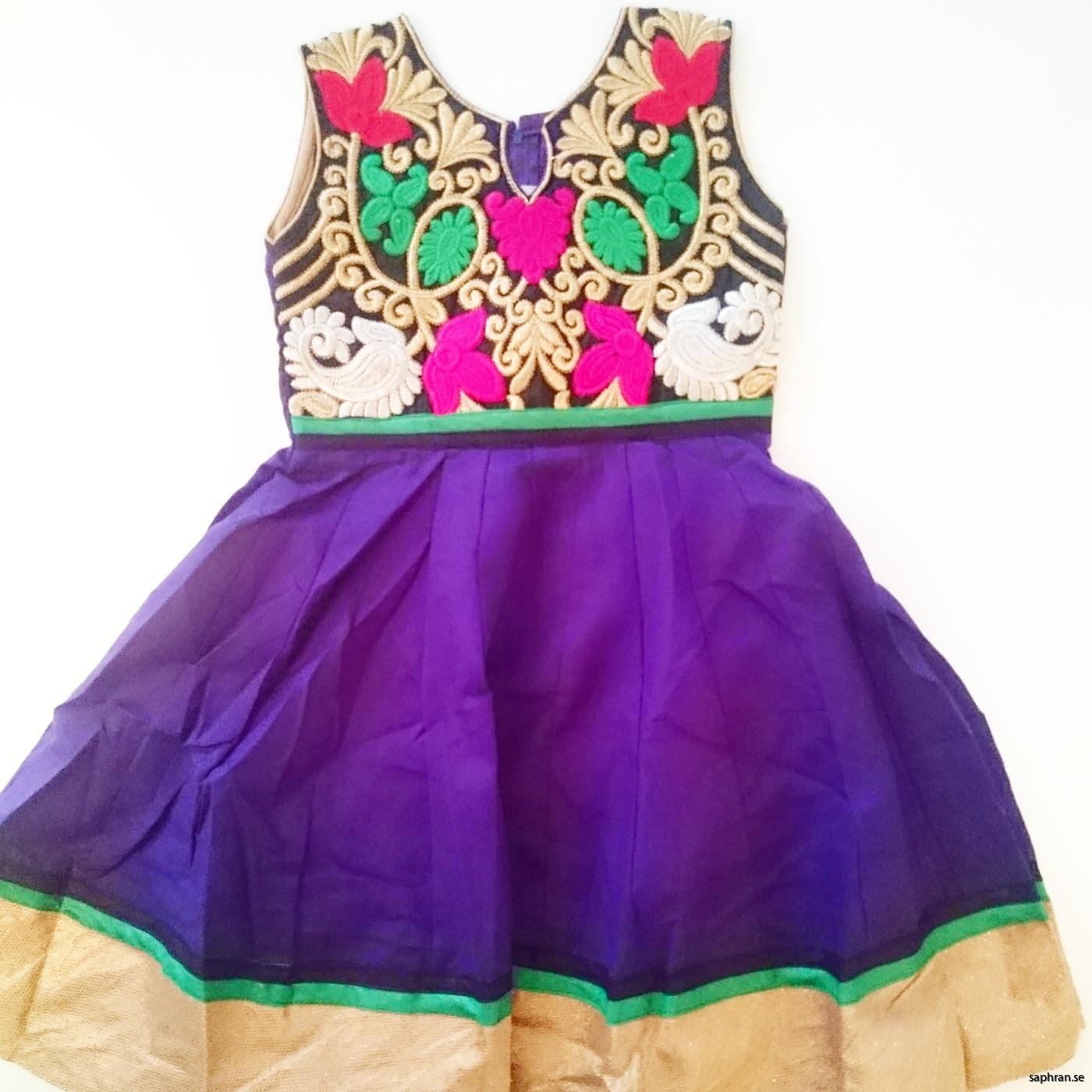Barnklänning mönstrad Elsa Lila