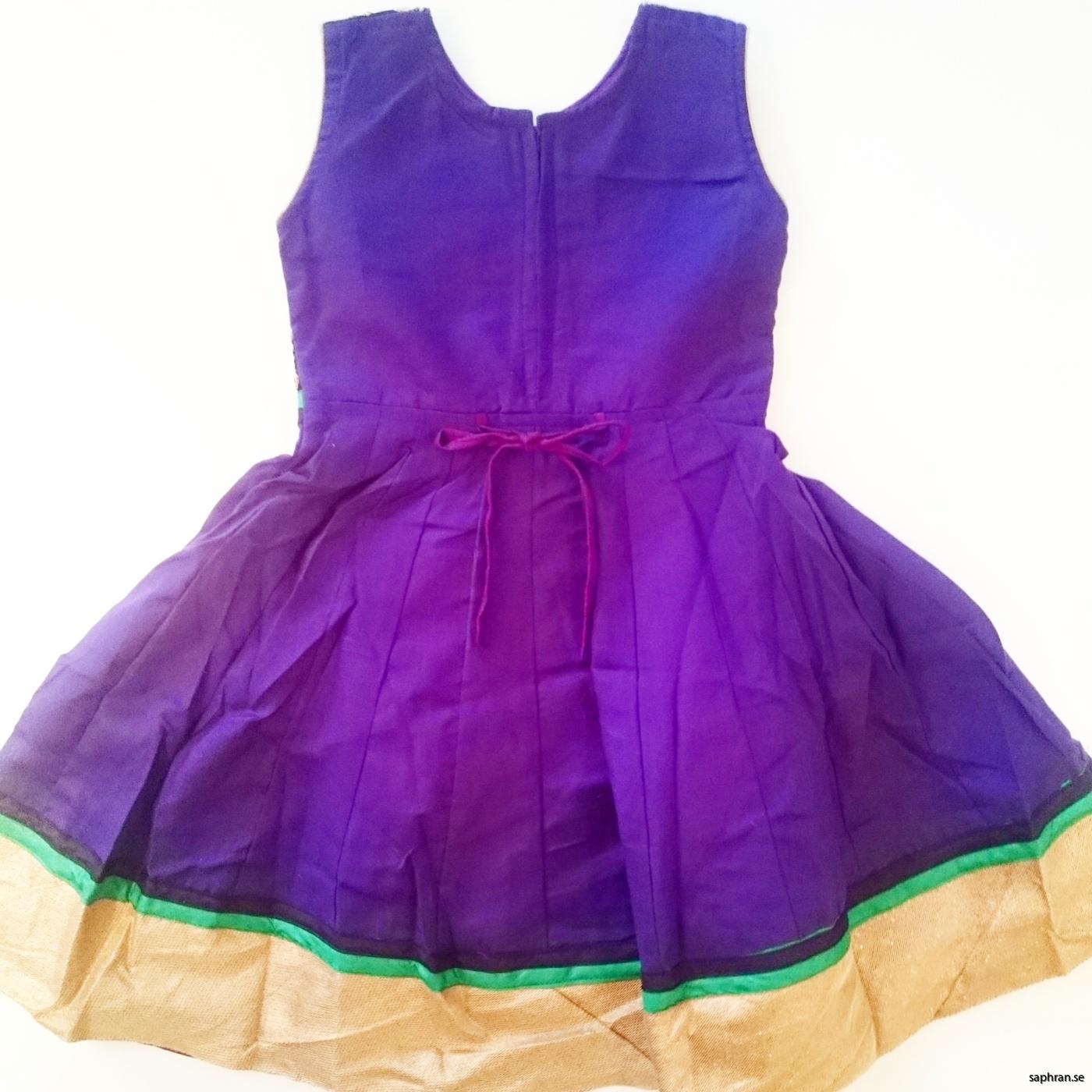 Barnklänning mönstrad Elsa Lila bak