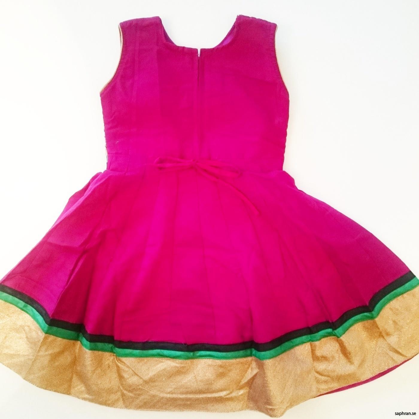 Barnklänning Elsa Cerise/Plommon bak med guldkant