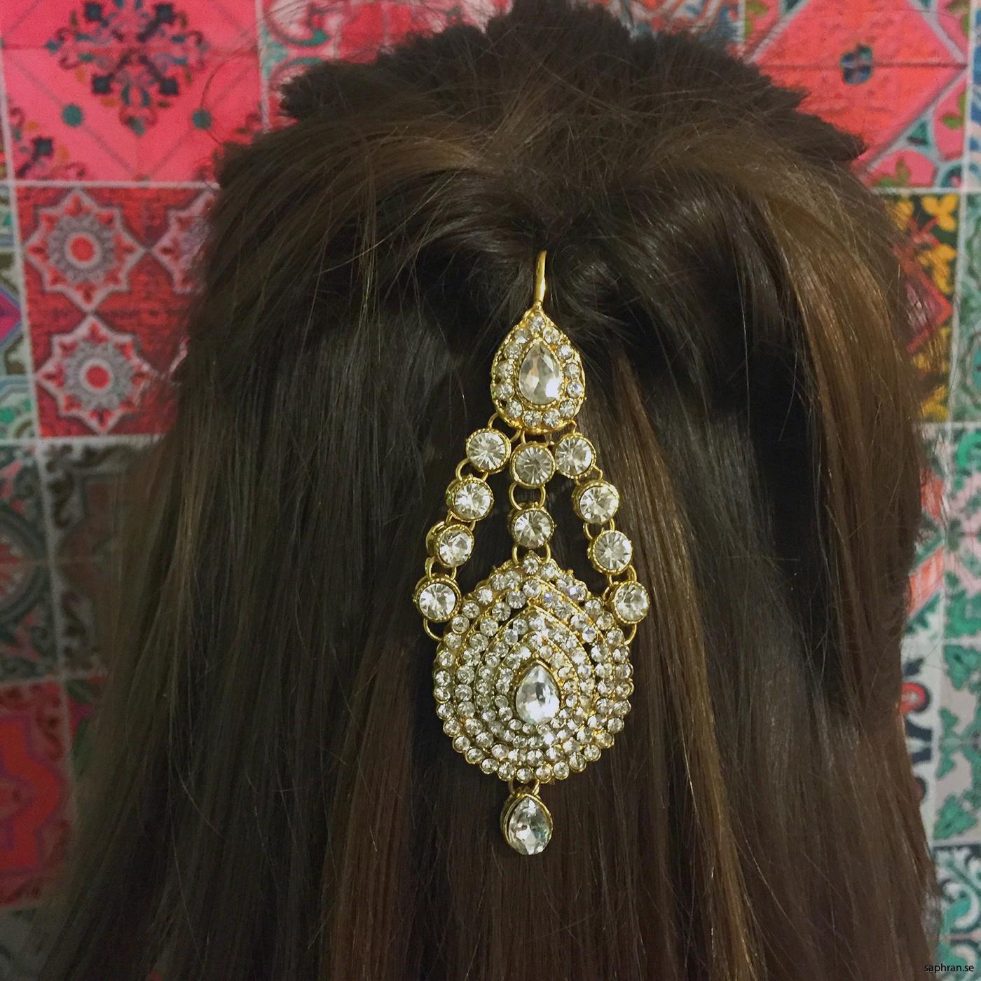 Håruppsättning med indiskt hårsmycke, tikka.