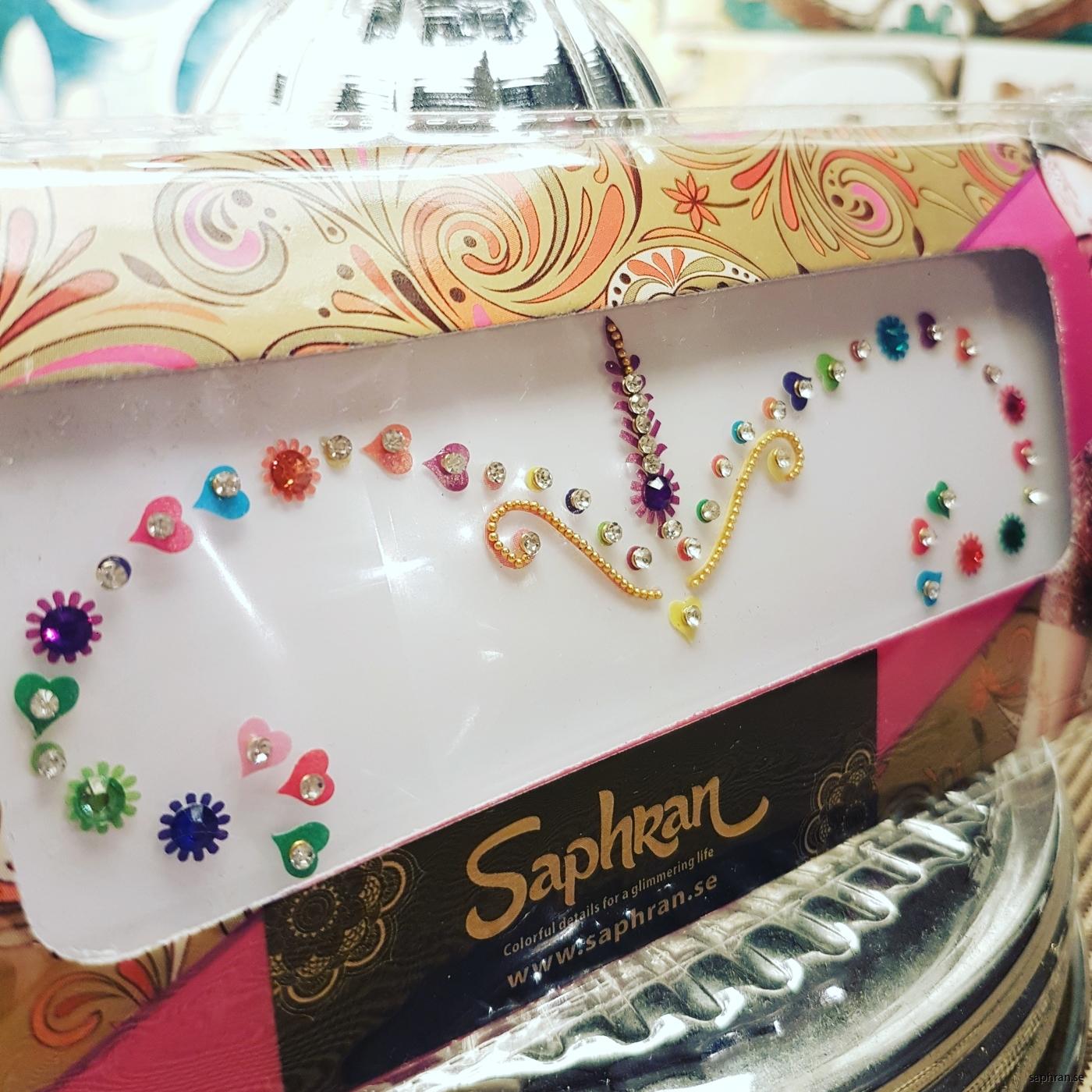Ett multifärgat orientaliskt smycke för fest