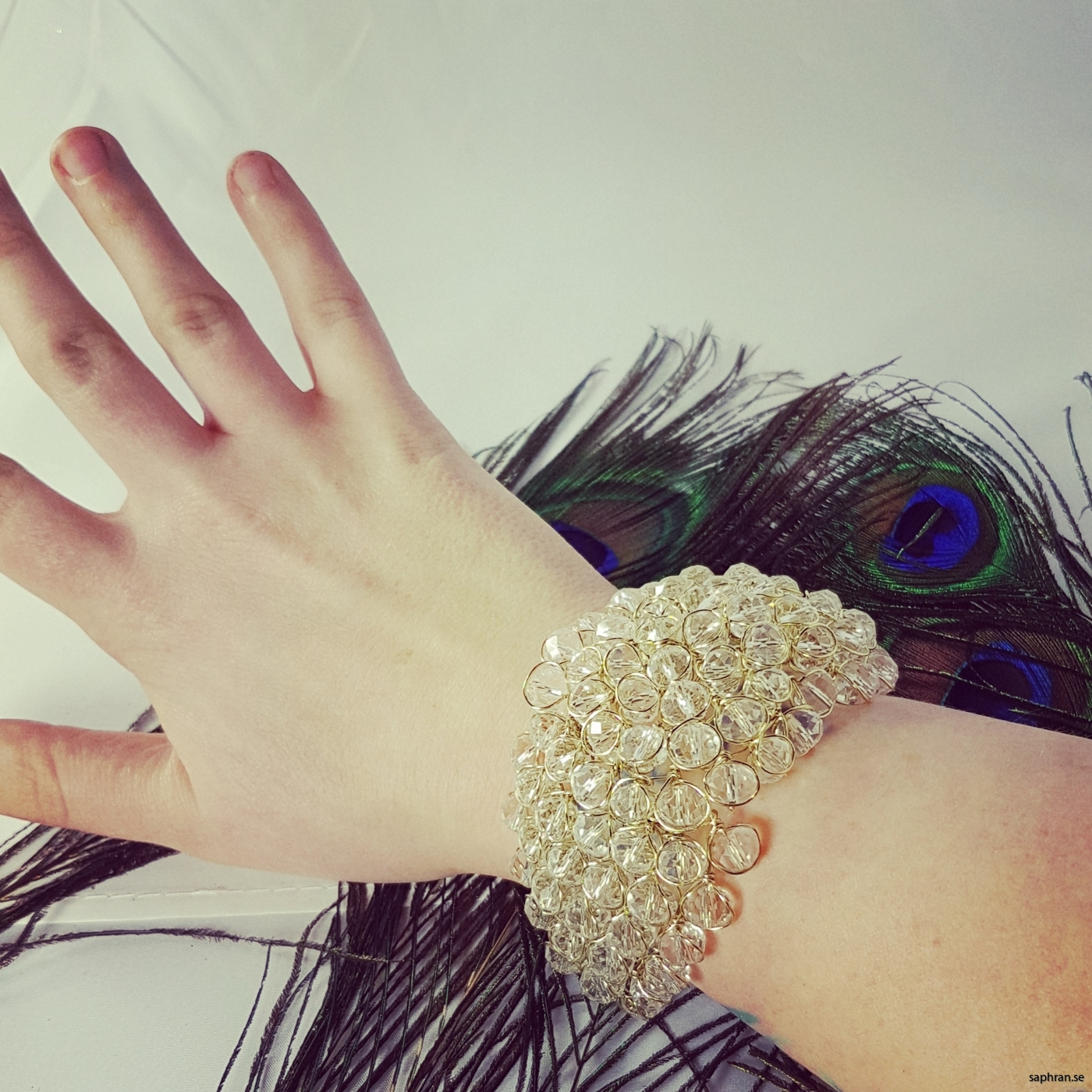 Fantastiskt armband som ger ifrån sig massa glitter.
