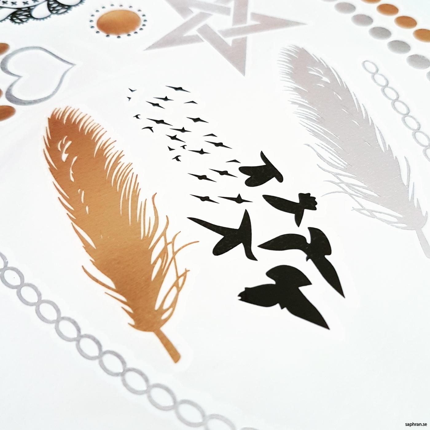 Tatueringar fjäder och fåglar