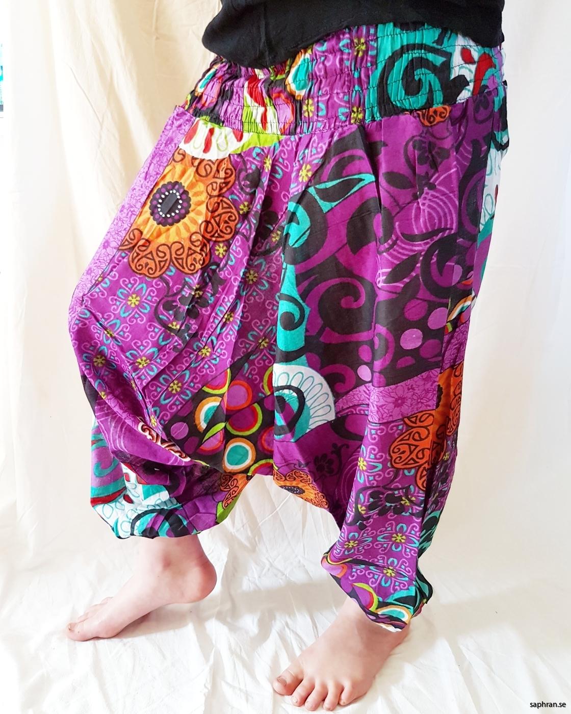 Färgglada haremsbyxor med mönster för barn. Perfekta sommarplagget för de små.160404_645