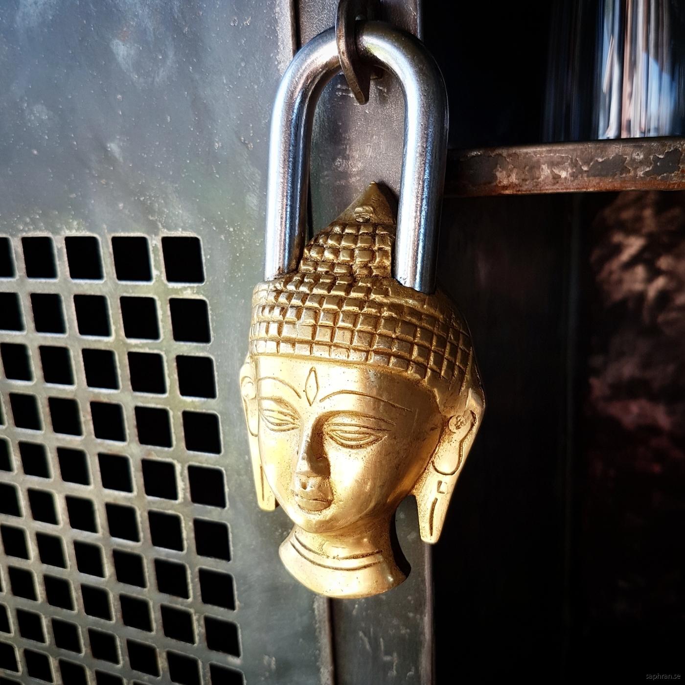 Mässingshänglås formad som Buddah