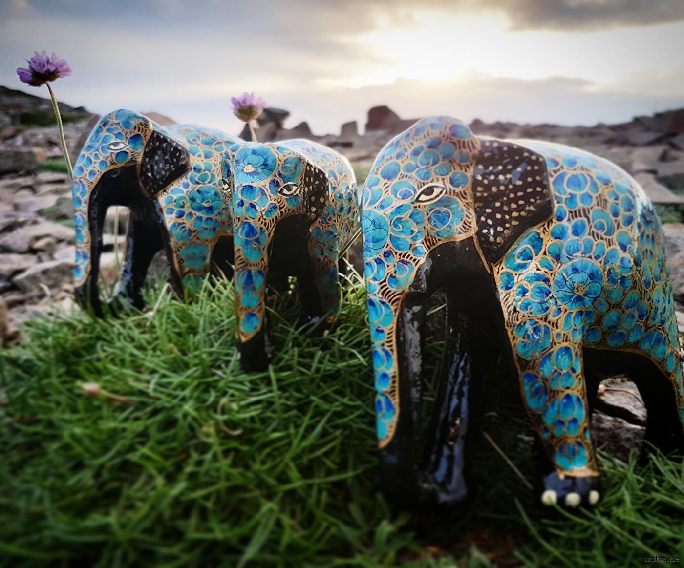 Prydnadselefant i blått och guld
