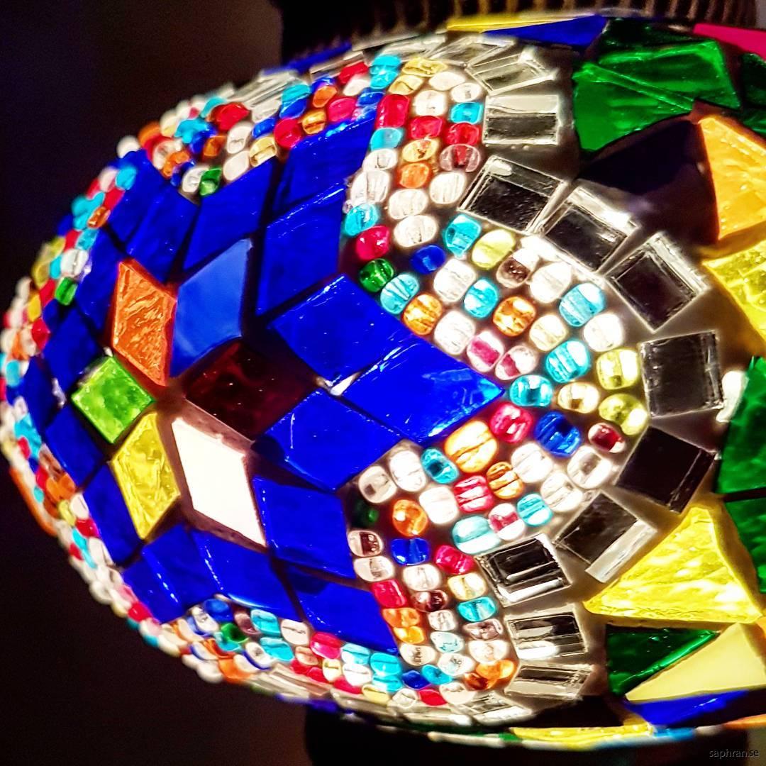 Orientalisk glaslykta multifärgad med blåa detaljer