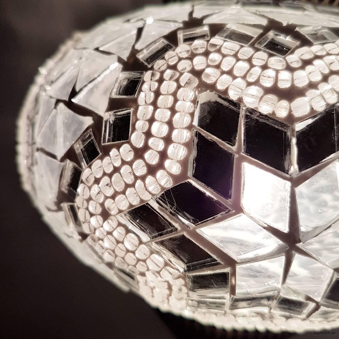 Orientalisk glaslykta silver och vit