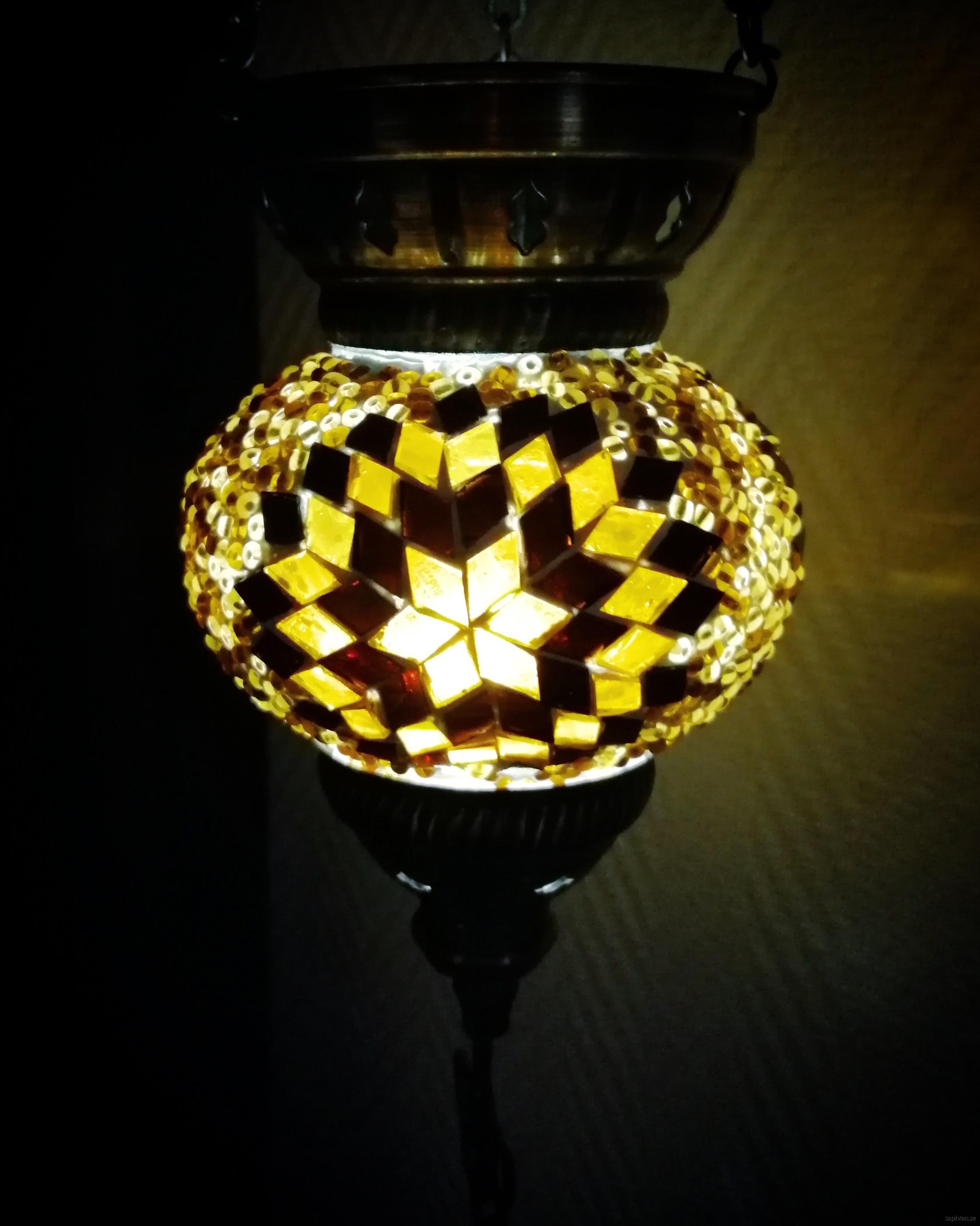 Orientalisk glaslykta brun och guldig