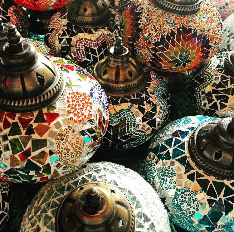 Orientaliska lyktor i massa färger