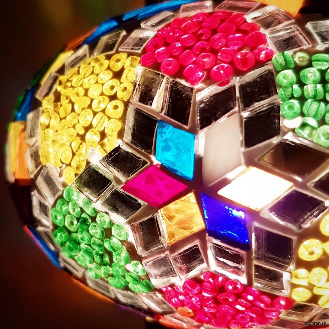 Orientalisk glaslykta multifärgad