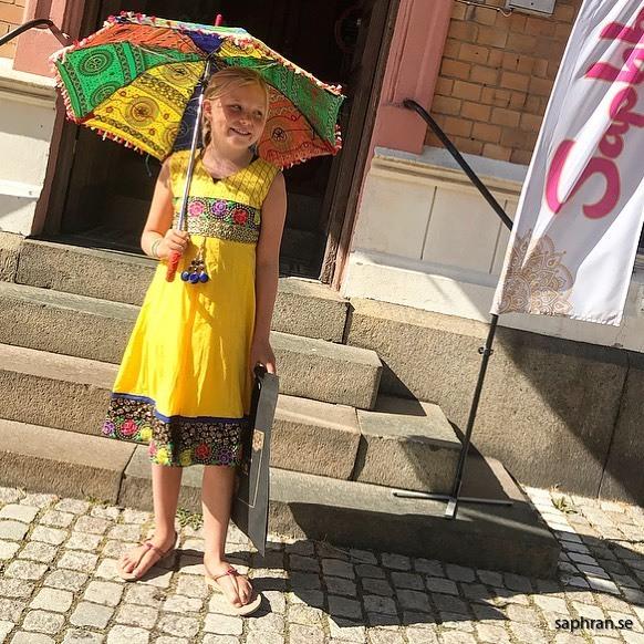 Indisk färgglad barnklänning