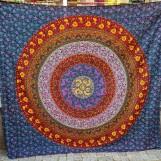 Mörkblå Mandala med rött