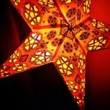 Röd adventsstjärna i kitschig Indisk/Orientalisk stil